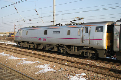 91109 'Sir Bobby Robson' on the rear of 82212 to Kings X