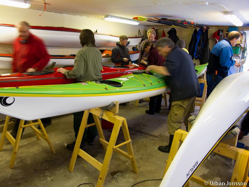 Det var en väldig aktivitet i garaget, där alla spran efter verktyg, putsade & fixade.