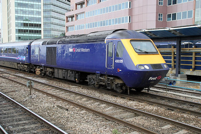 43035 Arrives at Reading heading west.