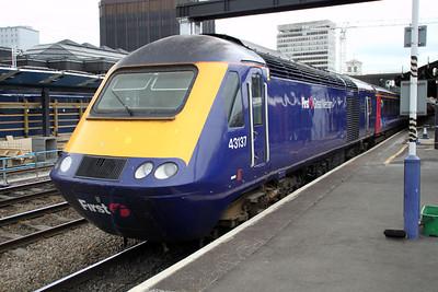 43137 awaits departure for Paddington.