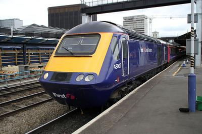 43005 Departs Reading for Paddington.