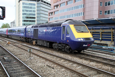 43155 Arrives at Reading heading west.