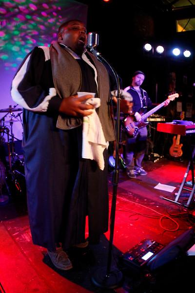 DeRobert and the Half Truths | Rhythm & Brews | 102712