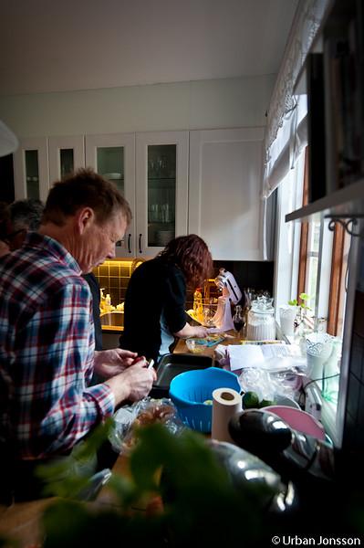 Sedan dagfas att meka middag i det nyinredda köket.