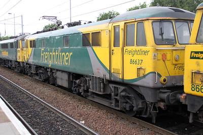 86638_86637_86627 1828/4m11 Coatbridge-Crewe passes Coatbridge Central.