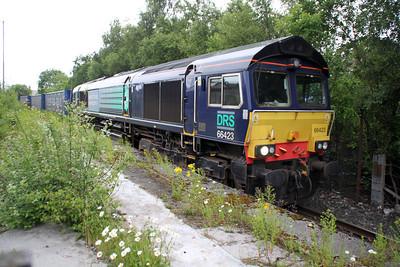66423 runs round the goods loop at Coatbridge Central 1749/4D47 Inverness-Mossend .