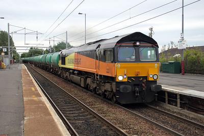 66847 1853/6z47 Prestwick-Grangemouth Aviation tanks pass Coatbridge Central.