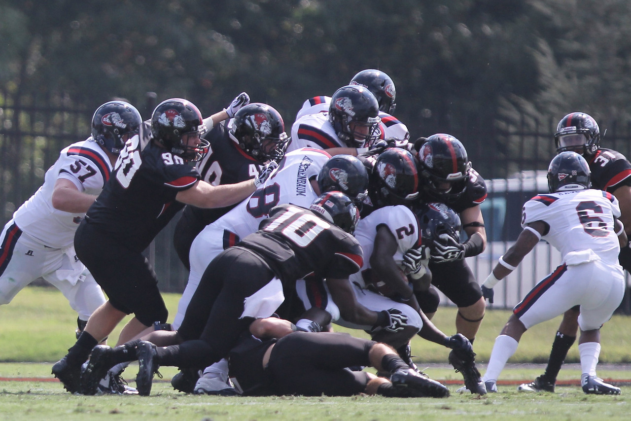 The Runnin' Bulldogs tackle Samford as a team
