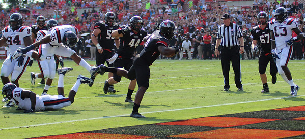 Gardner-Webbs Kenny Little makes a touch down for the dawgs.