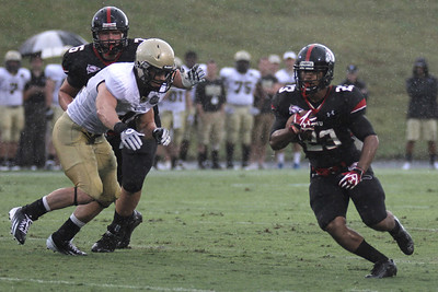 Juanne Blount (23) runs the ball as the Runnin' Bulldogs take on the Wofford Terriers for a rainy season opener on September 1, 201