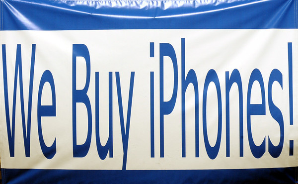 Banner: We buy i Phones banner detail photo.