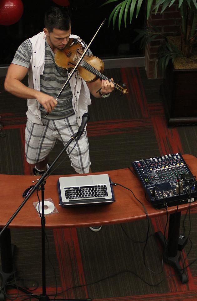 Bulgarian hip-hop violinist Svet performs for GWU in the Tucker Student Center on September 27.