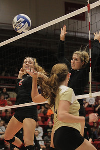 Amanda Murphy (2) and Callie Hildebrand (9) team up for a point for Gardner-Webb