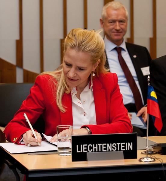 Aurelia Frick, Minister of Foreign Affairs, Liechtenstein, signing the Joint Declaration on Cooperation between Pakistan and the EFTA States on 12 November 2012, Geneva. (Photo: EFTA)