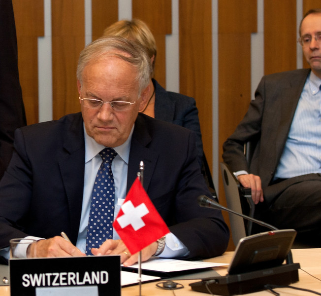 Johann N. Schneider-Ammann, Federal Councillor, Head of the Federal Department of Economic Affairs, Switzerland, signing the Joint Declaration on Cooperation between Pakistan and the EFTA States on 12 November 2012, Geneva. (Photo: EFTA)