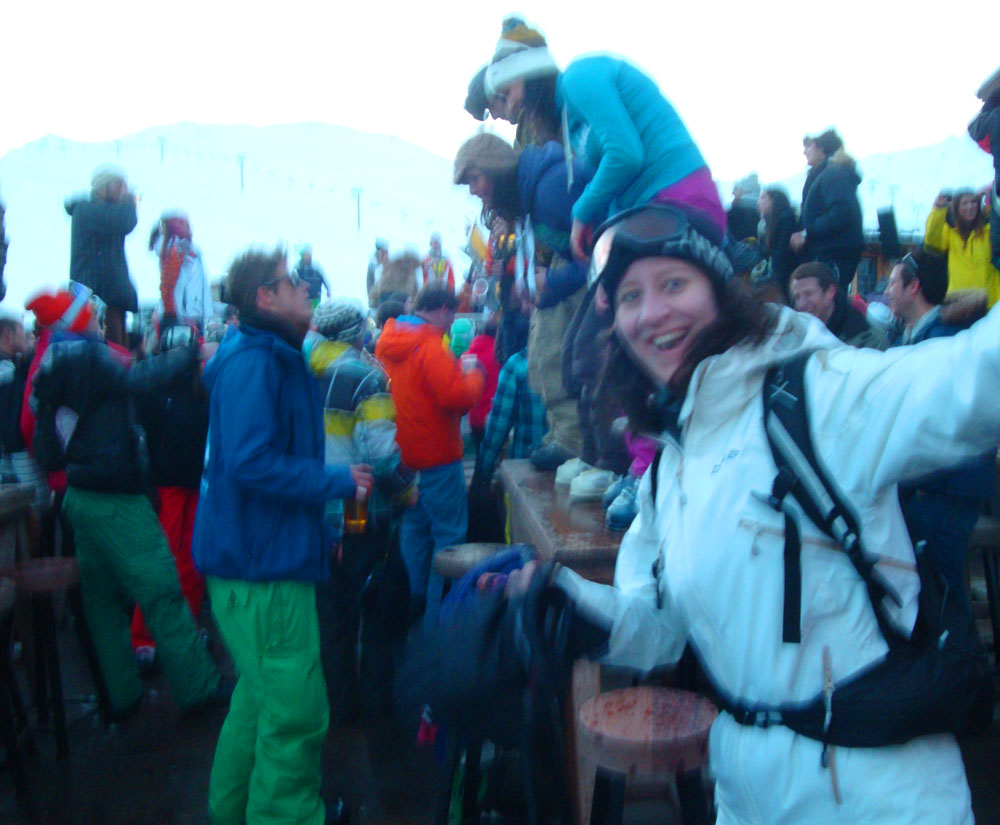 Every day from mid afternoon it was turned into a house party by DJs and singers! We had massive fun jumping around (hence the shaken shot :) Interestingly the cable car here shut at 5 pm, requiring hundreds of semi-drunk partiers to ski a long red run down to the valley in the deepening dusk :) It's quite interesting skiing steep faces which you can feel but not actually see :)