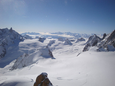 Bottom right is the 'easy' trail leading to the start of the Vallee Blanche - the valley leading down the glacier to the left. We'll be there in less than an hour.