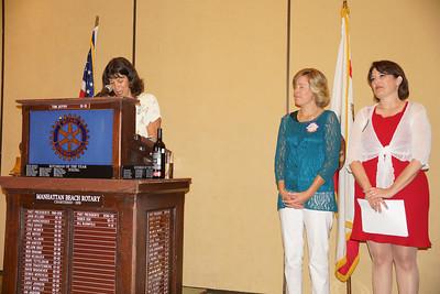 Grand View Principal Rhonda Steinberg presenting Grand View's Teacher of the Year Award to Nancy Robertson.