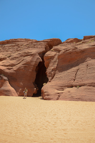 The entrance to Upper Antelope canyon