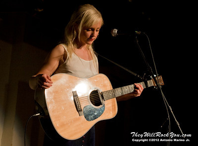 "Laura Marling performs on October 25, 2012 during her ""Working Holiday Tour"" at the Colony Cafe in Woodstock, NY"