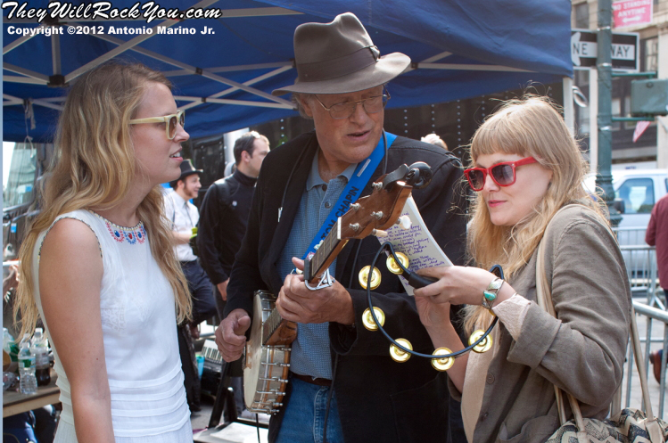 Tom Chapin and the Chapin Sisters perform at the Occupy Wall Street Anniversary Concert - September 16, 2012