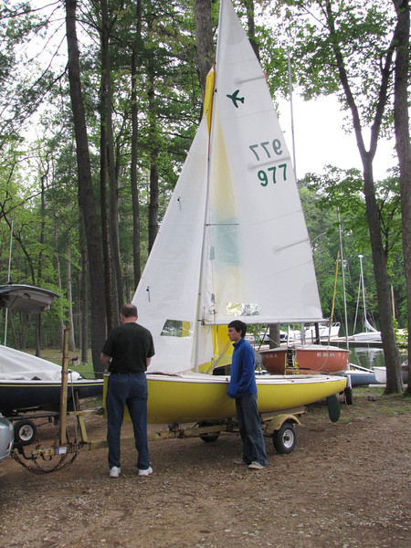 Bruce Sampson gets 977 ready for her inaugural sail