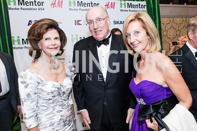 HM Queen Silvia of Sweden, Brad Olsen, Yvonne Thunell. Mentor Foundation USA International Gala. Photo by Alfredo Flores. Four Seasons Hotel. September 20, 2012