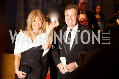 Goldie Hawn and Piers Morgan. White House Correspondents Dinner Red Carpet at the Washington Hilton.  Photo by Ben Droz