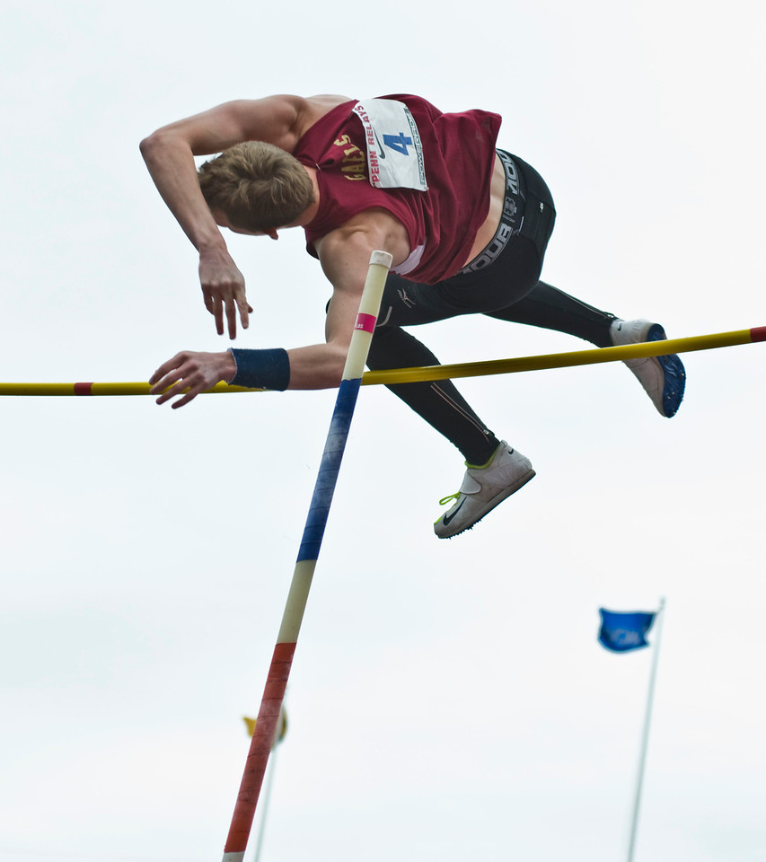 The Penn RelaysMPoleVault000425