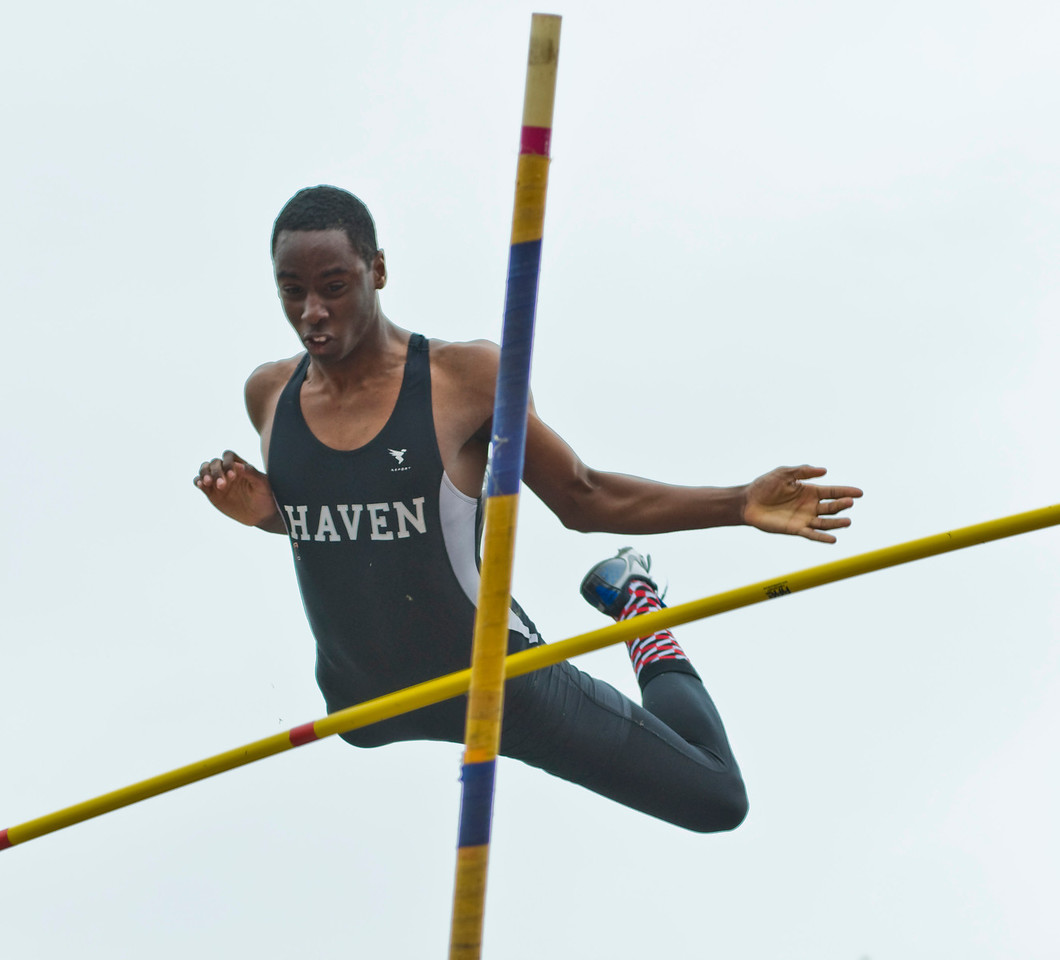 The Penn RelaysMPoleVault000445