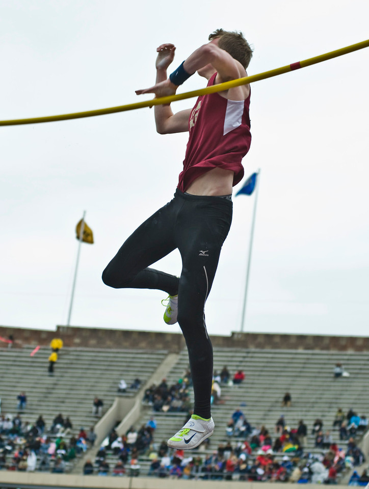 The Penn RelaysMPoleVault000427