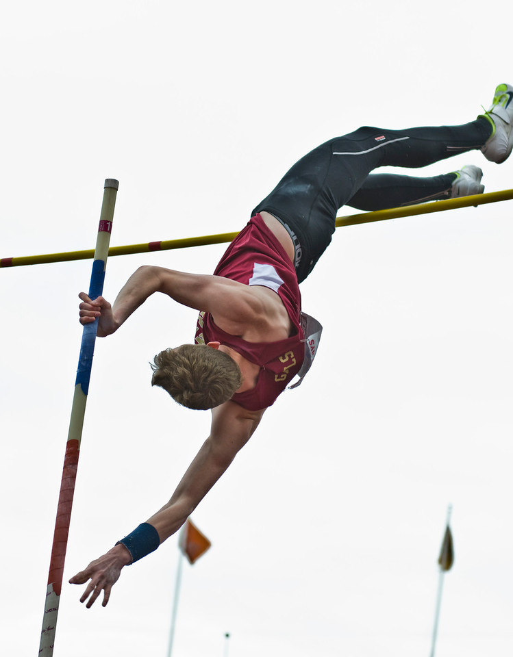 The Penn RelaysMPoleVault000419