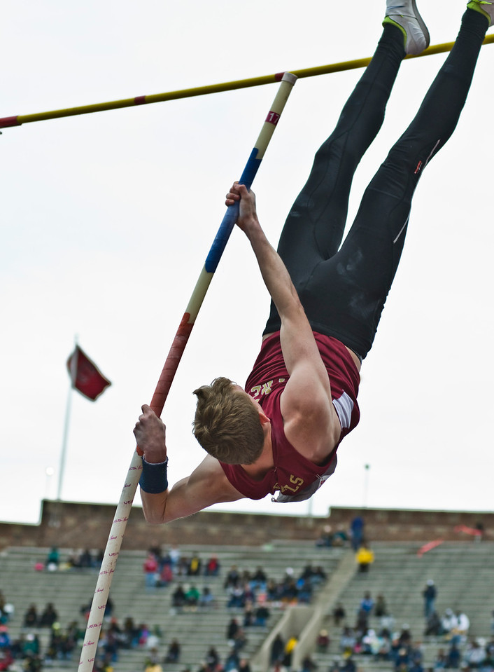 The Penn RelaysMPoleVault000418
