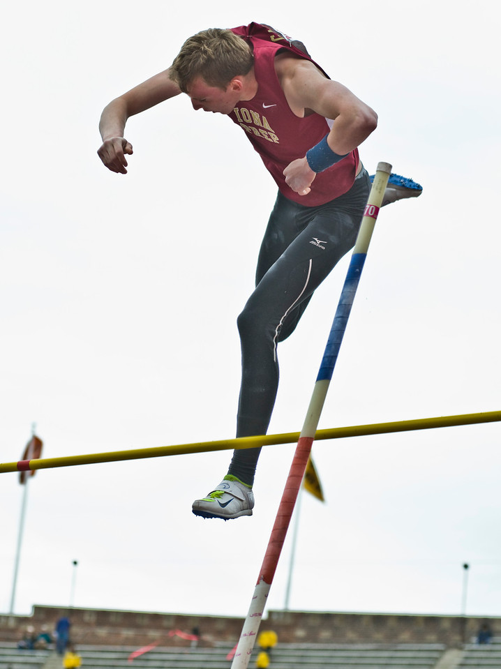 The Penn RelaysMPoleVault000421