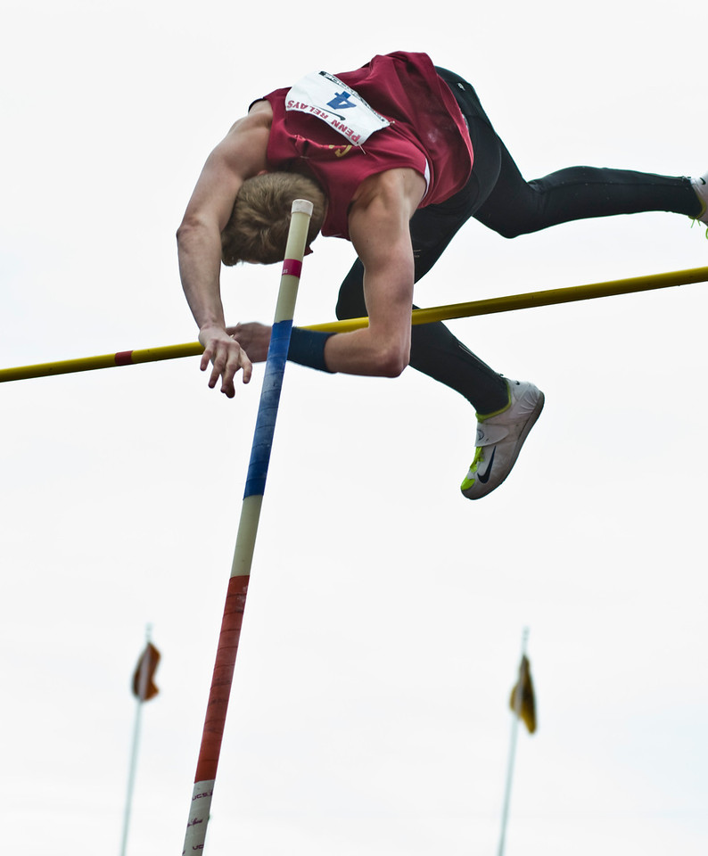 The Penn RelaysMPoleVault000420