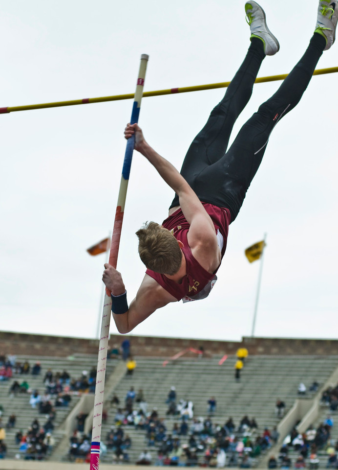 The Penn RelaysMPoleVault000423