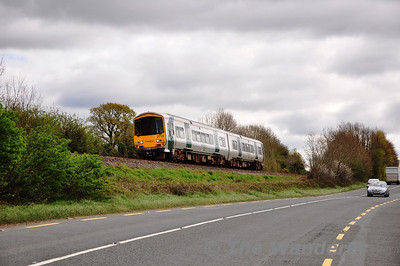 2719 + 2722 pass Ballinderry, near Carrick-on-Suir with the 1140 Waterford - Limerick Jct. Sat 07.04.12