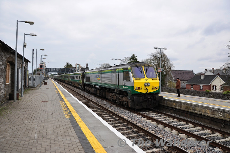 The 1200 Heuston - Cork stands at Portlaoise Station after 227 had shut down enroute between Portarlington and Portlaoise and coasted into the station. After fault finding with the CME Department the driver got 227 restarted and the service continued on its journey after a 50 minute delay. Mon 02.04.12