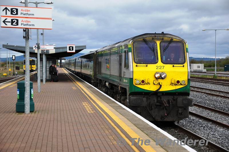 227, which is named after the River Laune in Co. Kerry arrives at Limerick Jct with the 1200 Heuston - Cork service. Sat 07.04.12