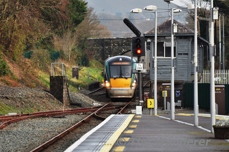 22035 passes the closed signal cabin at Killarney as it proceeds into the platform from the check siding. 1345 Tralee - Heuston. Sun 09.12.12