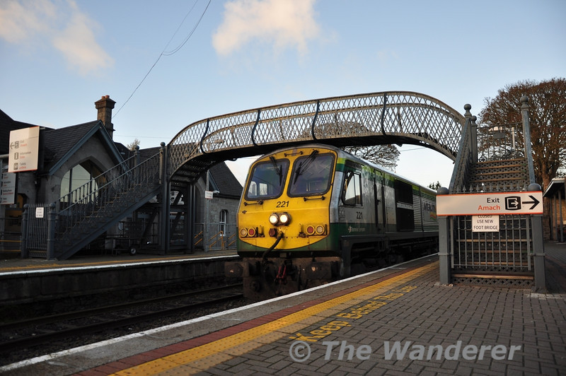 221 passs under the disused footbridge at Thurles with the 1400 Heuston - Cork.  Fri 07.12.12