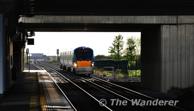 22012 1650 Waterford - Heuston passes Clondalkin / Fonthill Road Station. Tues 15.05.12