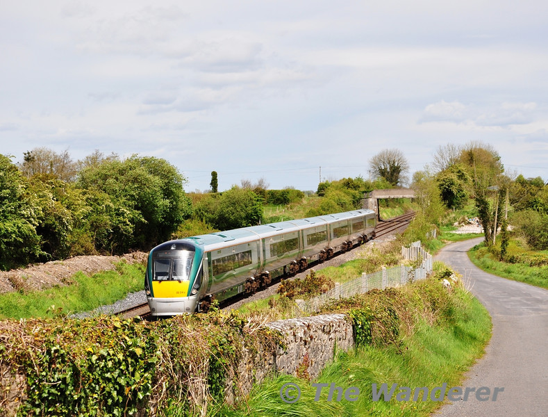 22045 at Rosskelton with the 1325 Heuston - Limerick. Sun 13.05.12