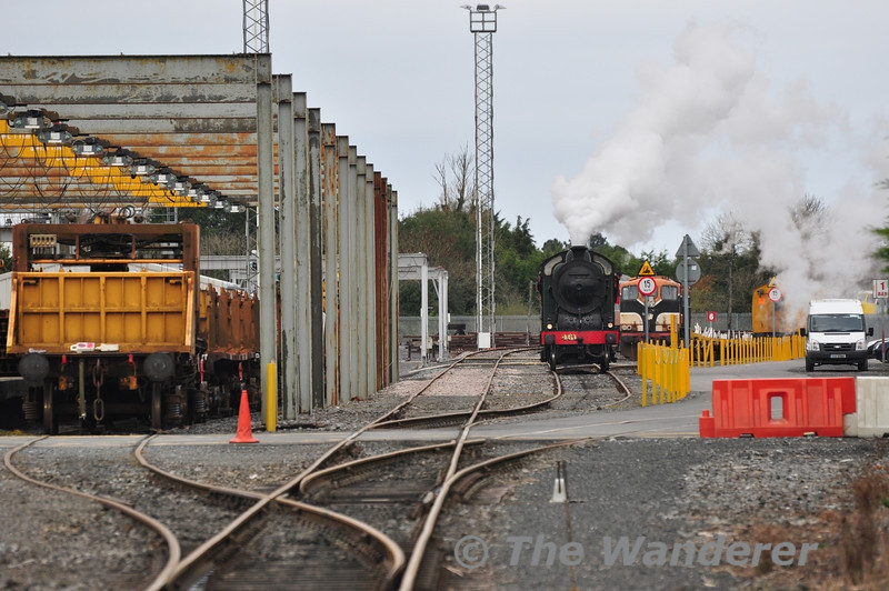 461 stands in the unlikely surroundings of Portlaoise Per-Way Yard. Wed 07.11.12