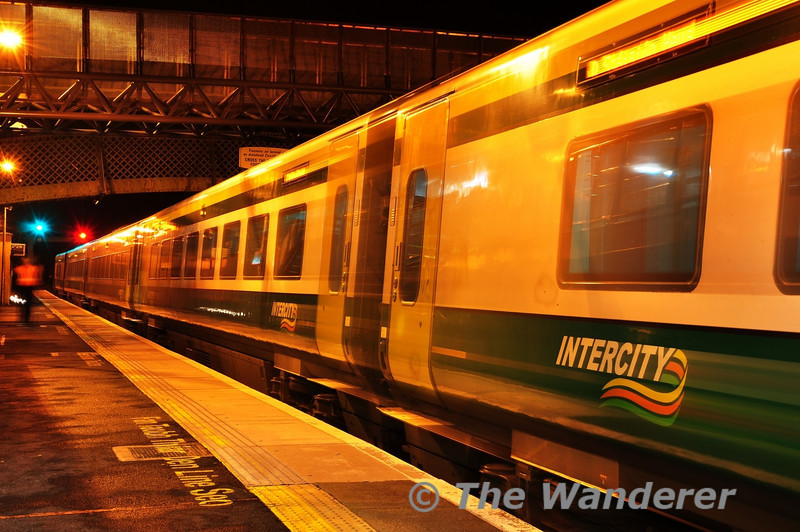 Set 4008 glides to a halt at Kildare with the 1830 Cork - Heuston. Tues 06.11.12