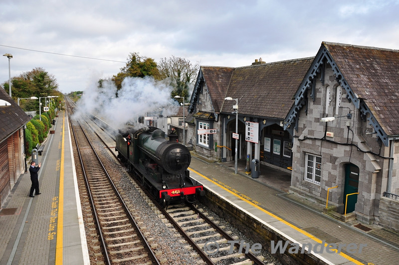 461 passes through Portlaoise Station while running around its train in the Down Loop. Tues 06.11.12