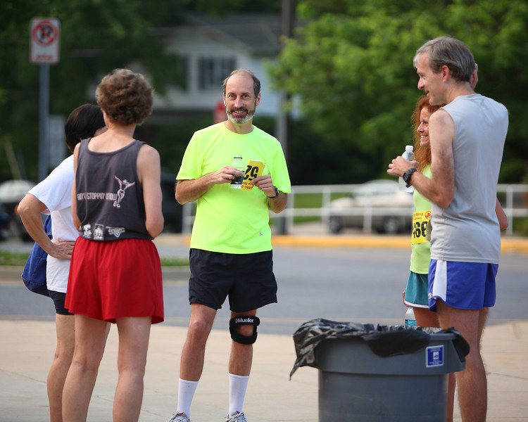 Memorial Day 4 Miler, Photo by Dan Reichmann, [NOTE: No excuses, but my camera broke (as in shutter-mirror-falling-off broke) mid-race.  Some pics came out, others - you will see - did not.  Apologies for those I missed.]