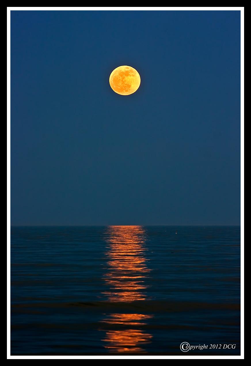 IMAGE: http://amtphoto.smugmug.com/2012Photos/Rye-New-Hampshire/i-4nC3rSg/0/X2/Super-Moon-05-05-03cr-X2.jpg