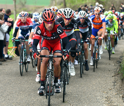 Manuel Quinziato is at the sharp end of the race, chasing hard on the Eyserbosweg...
