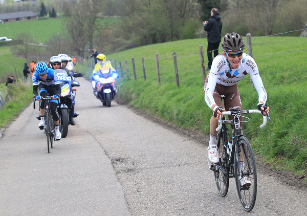 Bardet and Howes duel on the Keuterberg - and the Frenchman is pulling away..!